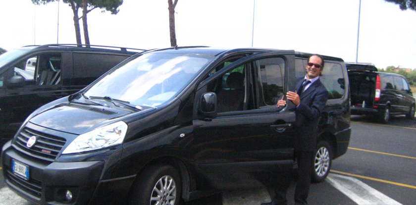 Airport Transfer Tour in Rome with Claudio