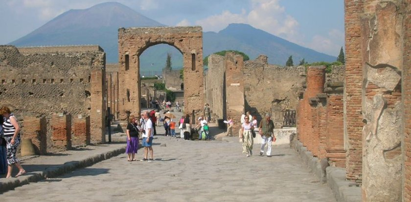 Walking Tour in Pompeii