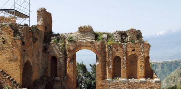 Walking Tour in Taormina