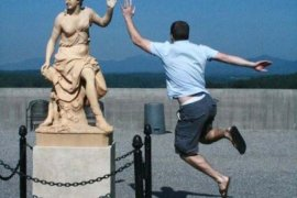 Best Statue + Tourist Pics Ever!